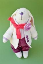 Заяц Моррис в брусничном шарфе 23 см