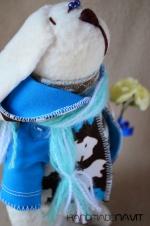Зайчонок Энди с букетом 21 см