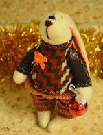 Шоколадный зайчонок Фил с шариком 21 см