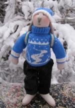 Заяц-олимпиец Даниил в синем свитере 36 см